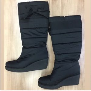 KATE SPADE BLACK CAGNEY QUILTED PUFFER BOOTS